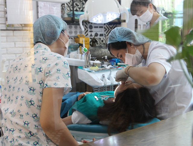 Tác hại khi bọc răng sứ không đúng chỉ định y khoa - Ảnh 3.