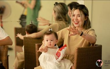 """Hậu trường MV """"Chưa bao giờ mẹ kể"""" hé lộ những phân đoạn khiến người xem không khỏi xúc động"""