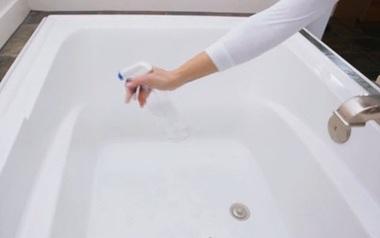 Hoá ra để giữ bồn tắm sạch bong và sáng bóng như trong khách sạn lại cực dễ