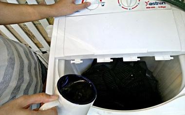 Đổ cà phê vào máy giặt ngay, mẹo này chắc chỉ còn mình bạn chưa biết