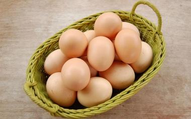 Tuyệt đối không được đặt trứng nằm ngang, lý do là vì…
