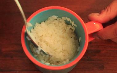 Chỉ mất 7 phút nấu bằng lò vi sóng là cơm đã chín ngon lành, bạn đã thử chưa?