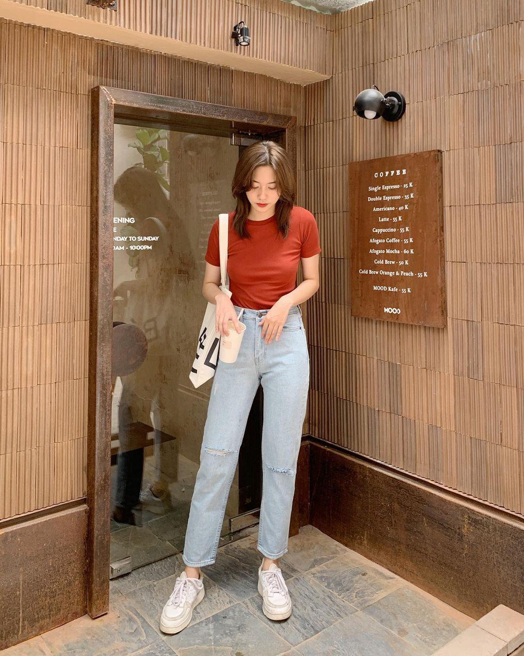 10 set đồ với quần jeans đáng sắm nhất tại các shop lúc này, giá cả thì cực kỳ yêu thương - Ảnh 1.