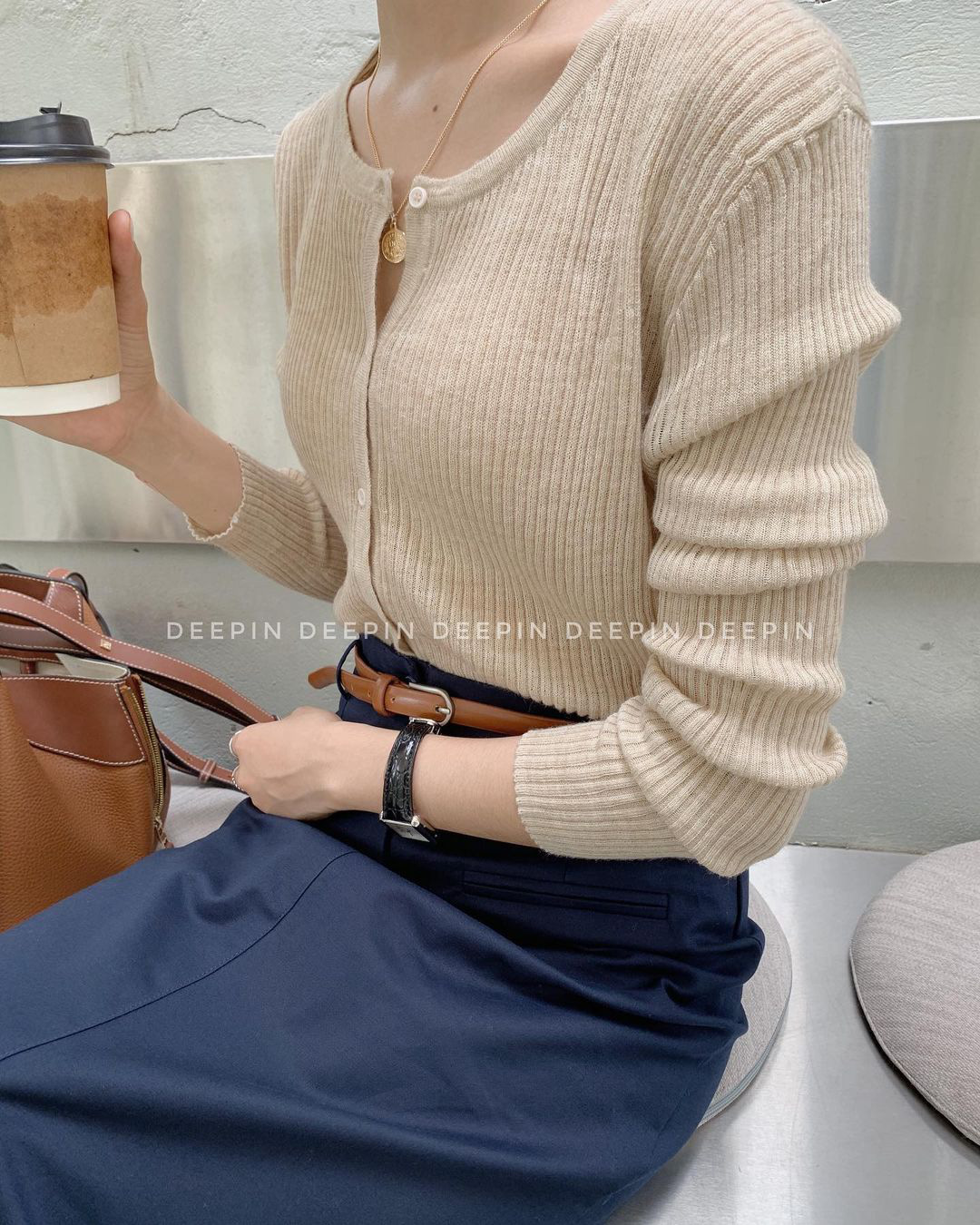 Sắm áo màu be, style của bạn chỉ có thanh lịch như gái Pháp hoặc sang xịn như gái Hàn trở lên - Ảnh 10.