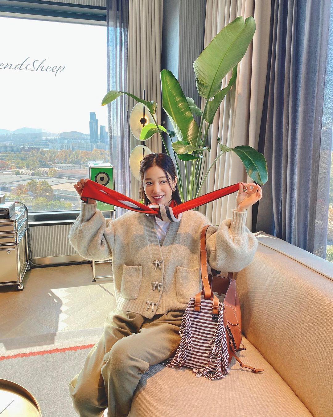 Đồ Zara, H&M sao Hàn sắm đợt này: Tân binh nhà SM diện đồ rẻ mà sang như hàng hiệu - Ảnh 5.