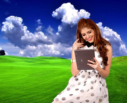 Andrea thời trang với máy tính bảng Mỹ Coby Kyros 2