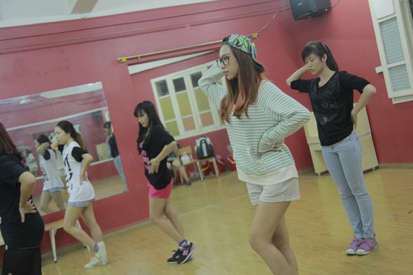 Đột nhập phòng tập ngắm Min (St.319) học tiếng Hàn siêu cute 1