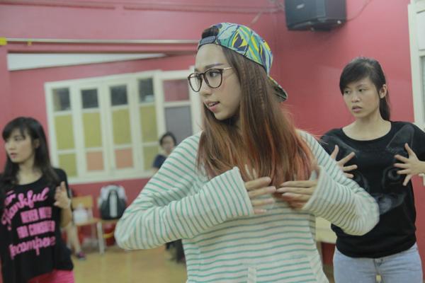 Đột nhập phòng tập ngắm Min (St.319) học tiếng Hàn siêu cute 2