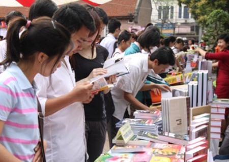 Giới trẻ đang nhầm lẫn giữa xem và đọc 1