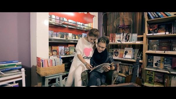"""Hình ảnh mới trong MV """"Bài Hát Tặng Em"""" của Anbi Anh Tuấn 2"""