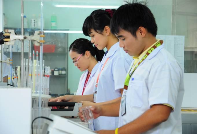 Chọn trường đại học uy tín để thực hiện ước mơ Dược sĩ - Ảnh 1.