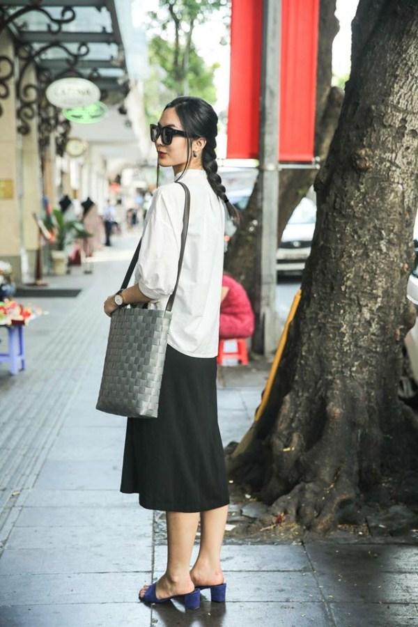 Helly Tống mặc tối giản mà vẫn nổi bật trên phố nhờ kiểu tóc tết phá cách - Ảnh 3.