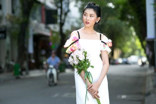 Siêu mẫu Kim Nhung lột xác với làn da trắng nõn - Ảnh 4.