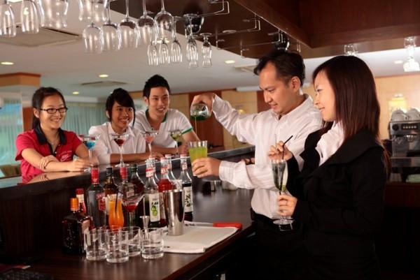 Học và thực tập có lương với chương trình du lịch hàng đầu Anh Quốc tại Singapore - Ảnh 1.