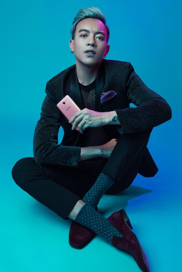 Mặc đồ hồng là yếu đuối? Bạn sẽ nghĩ lại khi xem loạt ảnh cá tính này của 2 stylist Việt - Ảnh 7.