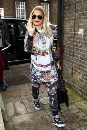 Rita Ora và phong cách nổi bật giữa rừng sao US-UK - Ảnh 3.