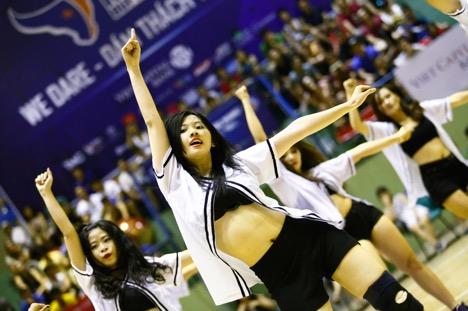 """Hàng ngàn khán giả thủ đô """"bùng nổ"""" cùng Hà Nhi Idol tại Giải bóng rổ chuyên nghiệp Việt Nam - Ảnh 2."""