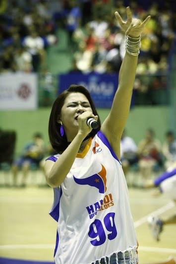 """Hàng ngàn khán giả thủ đô """"bùng nổ"""" cùng Hà Nhi Idol tại Giải bóng rổ chuyên nghiệp Việt Nam - Ảnh 4."""
