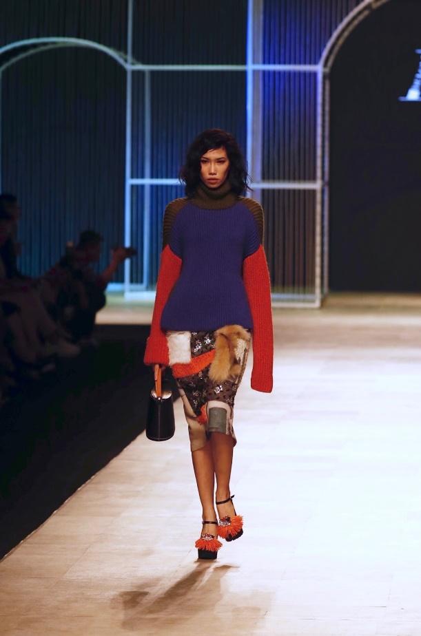 Ngọc Châu, Hoàng Thùy nổi bật với thiết kế lấy cảm hứng từ danh họa Picasso - Ảnh 7.