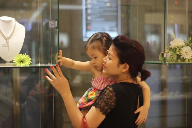 """Ngoài công việc hàng ngày, Hương luôn dành thời gian quan tâm, chăm sóc cho gia đình&nbsp;<span style=""""line-height: 1.6em;"""">(Ảnh:&nbsp;</span>"""