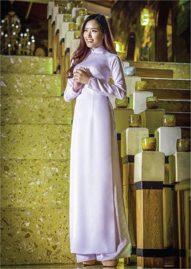 Nữ hoàng trang sức đẹp tinh khôi trong áo dài trắng - Ảnh 3.