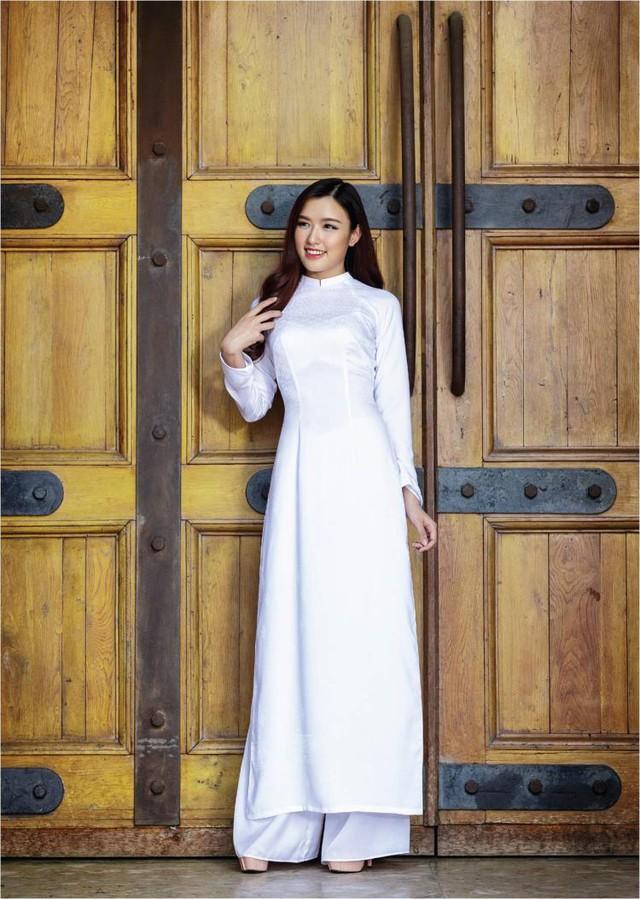 Nữ hoàng trang sức đẹp tinh khôi trong áo dài trắng - Ảnh 4.
