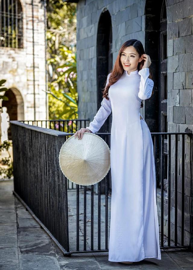 Nữ hoàng trang sức đẹp tinh khôi trong áo dài trắng - Ảnh 6.