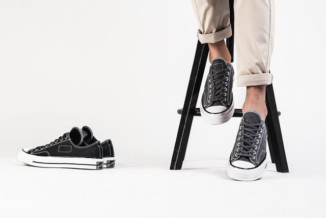 Những mẫu giày kinh điển mà giới trẻ Việt có chết cũng không bỏ - Ảnh 3.