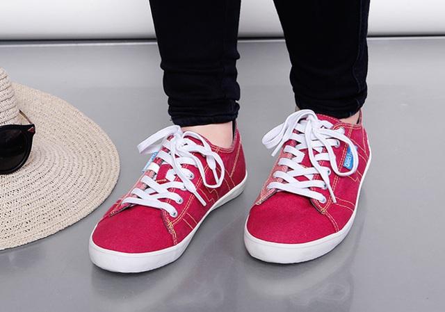 Những mẫu giày kinh điển mà giới trẻ Việt có chết cũng không bỏ - Ảnh 28.