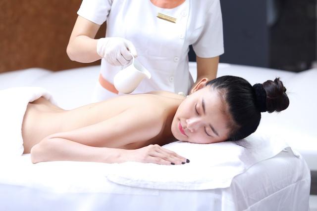 Siêu mẫu Kim Nhung lột xác với làn da trắng nõn - Ảnh 6.