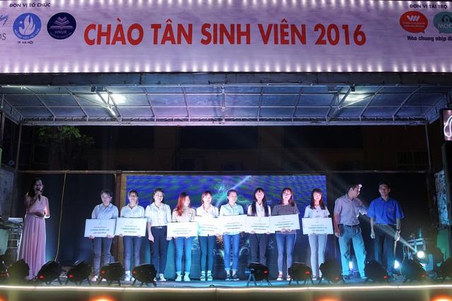 """Tour diễn """"Back To School"""" với sân khấu cực độc, có 1-0-2 lần đầu tiên xuất hiện tại Việt Nam - Ảnh 1."""