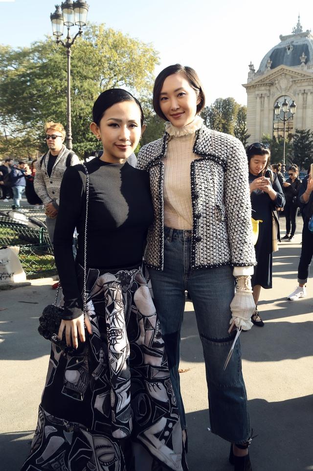 Cô gái Việt hội ngộ loạt fashionista đình đám thế giới tại Paris Fashion Week - Ảnh 3.