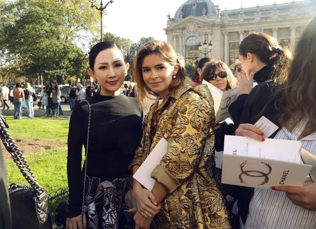 Cô gái Việt hội ngộ loạt fashionista đình đám thế giới tại Paris Fashion Week - Ảnh 4.