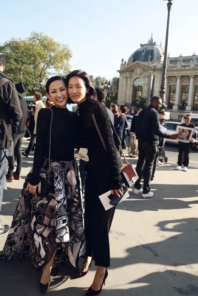 Cô gái Việt hội ngộ loạt fashionista đình đám thế giới tại Paris Fashion Week - Ảnh 5.