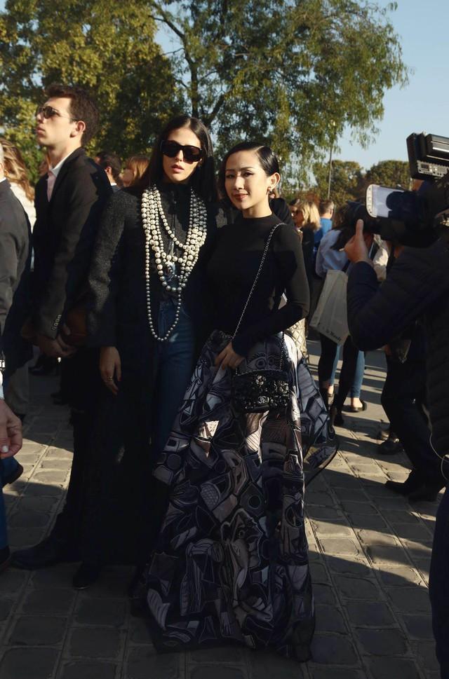 Cô gái Việt hội ngộ loạt fashionista đình đám thế giới tại Paris Fashion Week - Ảnh 6.