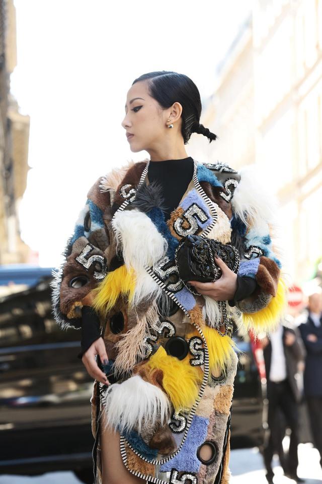 Cô gái Việt hội ngộ loạt fashionista đình đám thế giới tại Paris Fashion Week - Ảnh 9.
