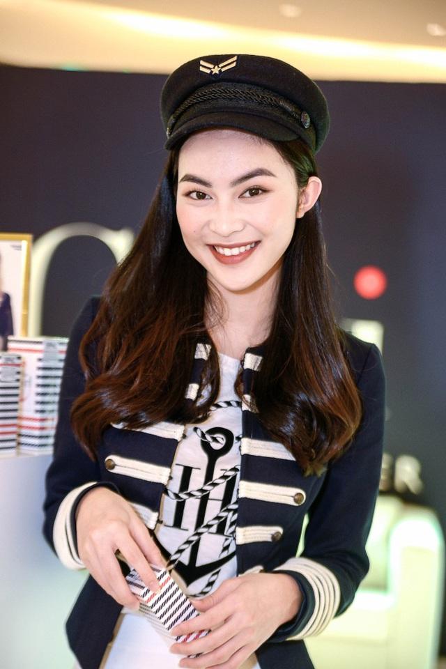 Helly Tống, Đông Nhi bắt kịp xu hướng mới nhất với thiết kế của TommyxGigi - Ảnh 2.
