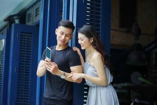 Thể hiện cá tính và phong cách độc đáo với điện thoại nắp gập đến từ Nhật Bản - Ảnh 3.