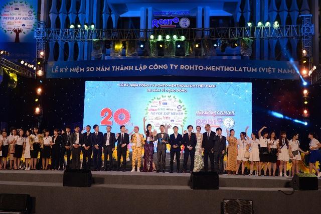 """Hàng loạt sao Việt hội ngộ trong """"Lễ kỷ niệm 20 thành lập Rohto-Mentholatum (VN) - Ảnh 4."""