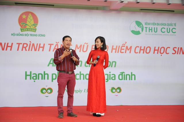 Loạt sao Việt hưởng ứng chiến dịch tặng mũ bảo hiểm cho trẻ em - Ảnh 2.