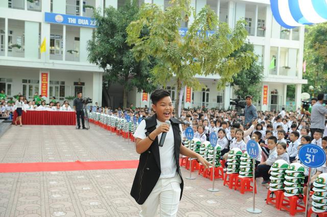 Loạt sao Việt hưởng ứng chiến dịch tặng mũ bảo hiểm cho trẻ em - Ảnh 4.
