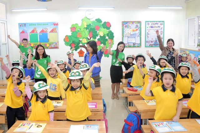 Loạt sao Việt hưởng ứng chiến dịch tặng mũ bảo hiểm cho trẻ em - Ảnh 6.