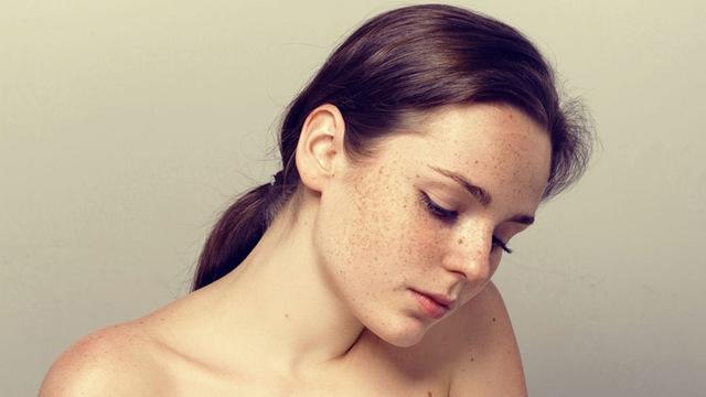 Muốn da đẹp, khoẻ hãy sử dụng kem chống nắng trước khi trang điểm - Ảnh 2.