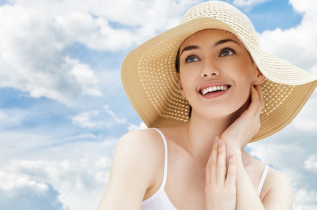 Muốn da đẹp, khoẻ hãy sử dụng kem chống nắng trước khi trang điểm - Ảnh 3.