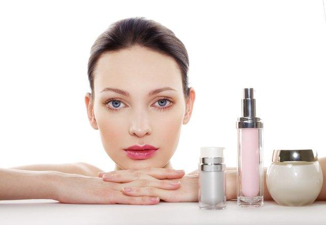 Muốn da đẹp, khoẻ hãy sử dụng kem chống nắng trước khi trang điểm - Ảnh 4.
