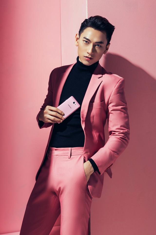 Màu hồng đang là hot trend mà sao ngoại lẫn sao Việt đều mê mẩn khi lên đồ cuối năm - Ảnh 7.