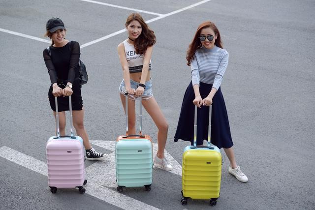 Những mẫu vali trẻ trung, ngọt ngào, chất lượng cho mùa lễ hội - Ảnh 1.