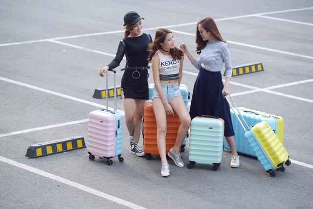 Những mẫu vali trẻ trung, ngọt ngào, chất lượng cho mùa lễ hội - Ảnh 2.