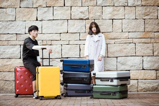 Những mẫu vali trẻ trung, ngọt ngào, chất lượng cho mùa lễ hội - Ảnh 7.