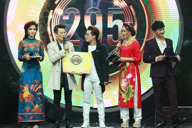 Nhạc Hội Song Ca xuất hiện thí sinh có gương mặt như Ngô Kiến Huy, giọng hát như Tuấn Hưng - Ảnh 11.